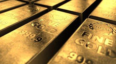 Σε νέο υψηλό έξι ετών «σκαρφαλώνει» ο χρυσός
