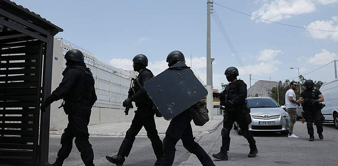 Σωφρονιστικοί για τον Κορυδαλλό: Πείτε την αλήθεια για όπλα, εσπρεσιέρες, καζίνο και αντικείμενα room service που βρέθηκαν