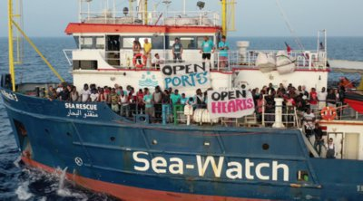 Το διασωστικό της Sea-Watch εισήλθε στα ιταλικά χωρικά ύδατα αψηφώντας την κυβερνητική απαγόρευση