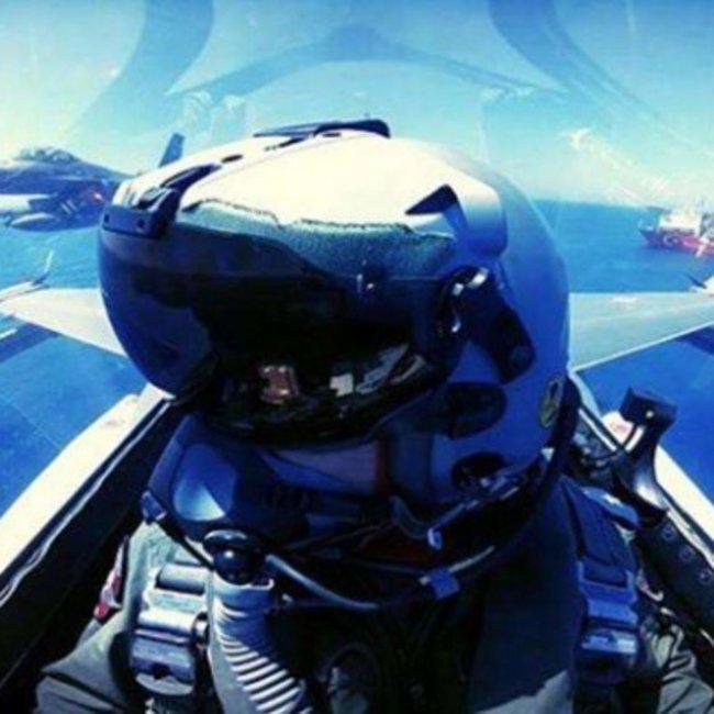 Προκλητική φωτογραφία Τούρκου πιλότου F-16 πάνω από το «Γιαβούζ»
