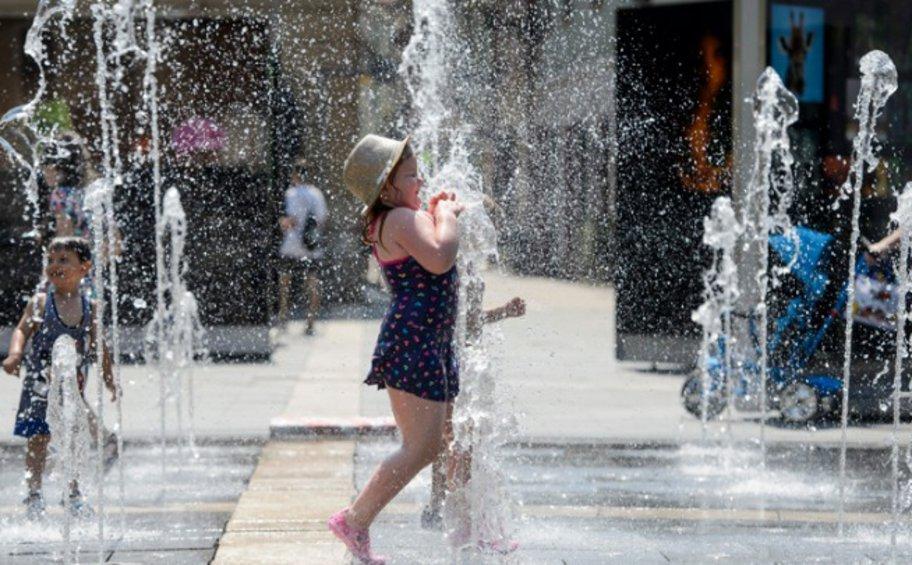 Γαλλικά ΜΜΕ: «Κολασμένες μέρες» - Στους 45 βαθμούς ο υδράργυρος
