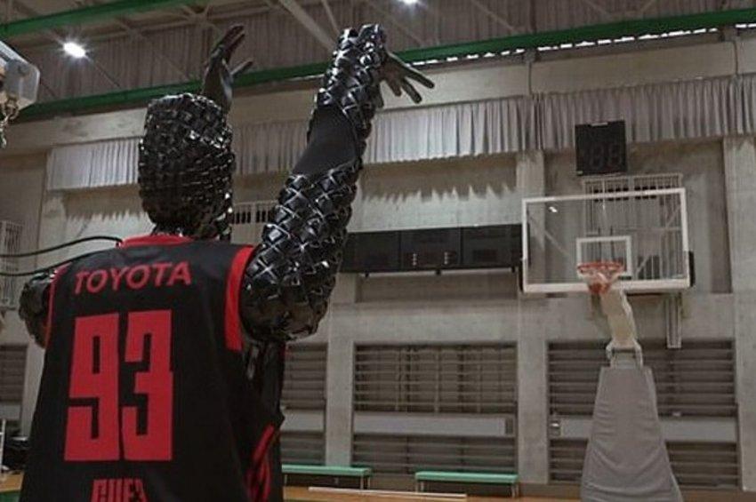 Παγκόσμιο ρεκόρ από ρομπότ-μπασκετμπολίστα - Βάζει 2.020 καλάθια στη σειρά!