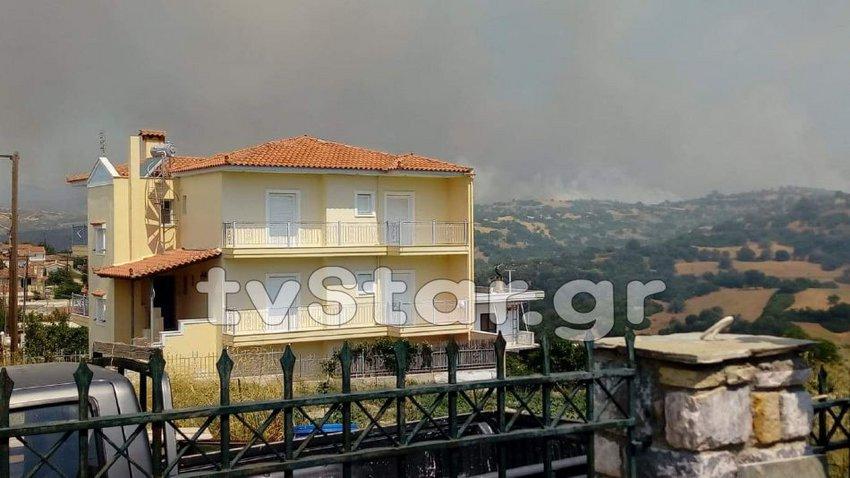 Μαίνεται η πυρκαγιά στην Εύβοια - Οι φλόγες απειλούν το χωριό Γαβαλάς