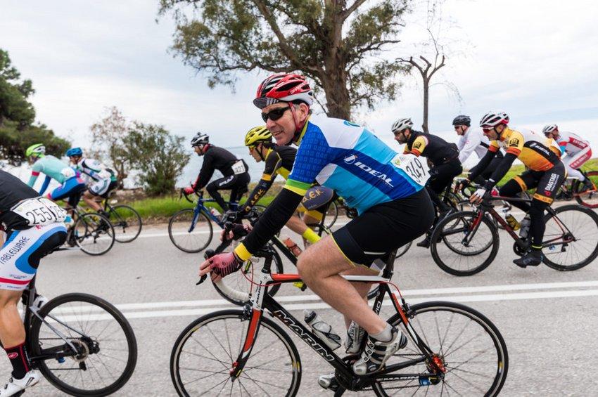 Ατύχημα είχε ο Τζέφρι Πάιατ στην Αρεόπολη της Μάνης  - Τραυματίστηκε ενώ έκανε ποδήλατο