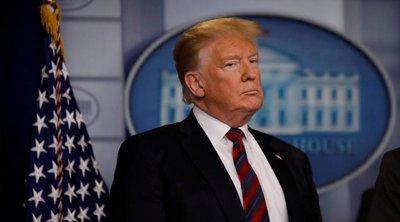 Ο Τραμπ «διατάζει» τις αμερικανικές εταιρείες να μεταφέρουν την παραγωγή τους από την Κίνα στις ΗΠΑ