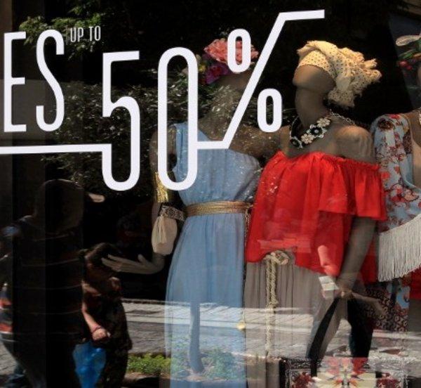 Ανοιχτά τα καταστήματα την Κυριακή λόγω θερινών εκπτώσεων - Τι πρέπει να προσέξουν οι καταναλωτές