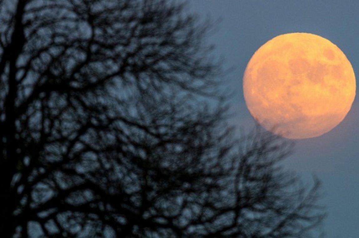 Πανσέληνος και μερική έκλειψη Σελήνης το βράδυ της Τρίτης