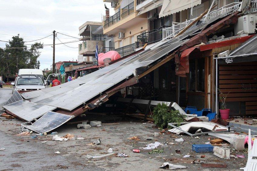 Εικόνες βιβλικής καταστροφής στη Χαλκιδική – Νεκροί και τραυματίες από τη φονική καταιγίδα