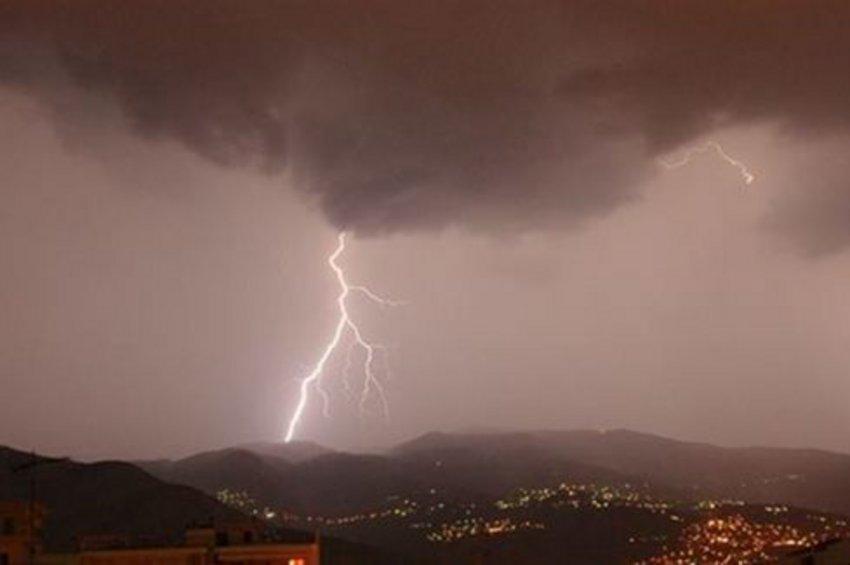 Η ΕΜΥ προειδοποιεί τους κατοίκους: Ερχεται νέο μπουρίνι στη Βόρεια Ελλάδα τα ξημερώματα - Οι οδηγίες της Πολιτικής Προστασίας