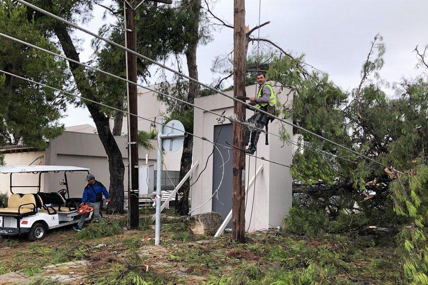 Μάχη με τον χρόνο για την αποκατάσταση των ζημιών στη Χαλκιδική - Επανέρχεται σταδιακά η ηλεκτροδότηση