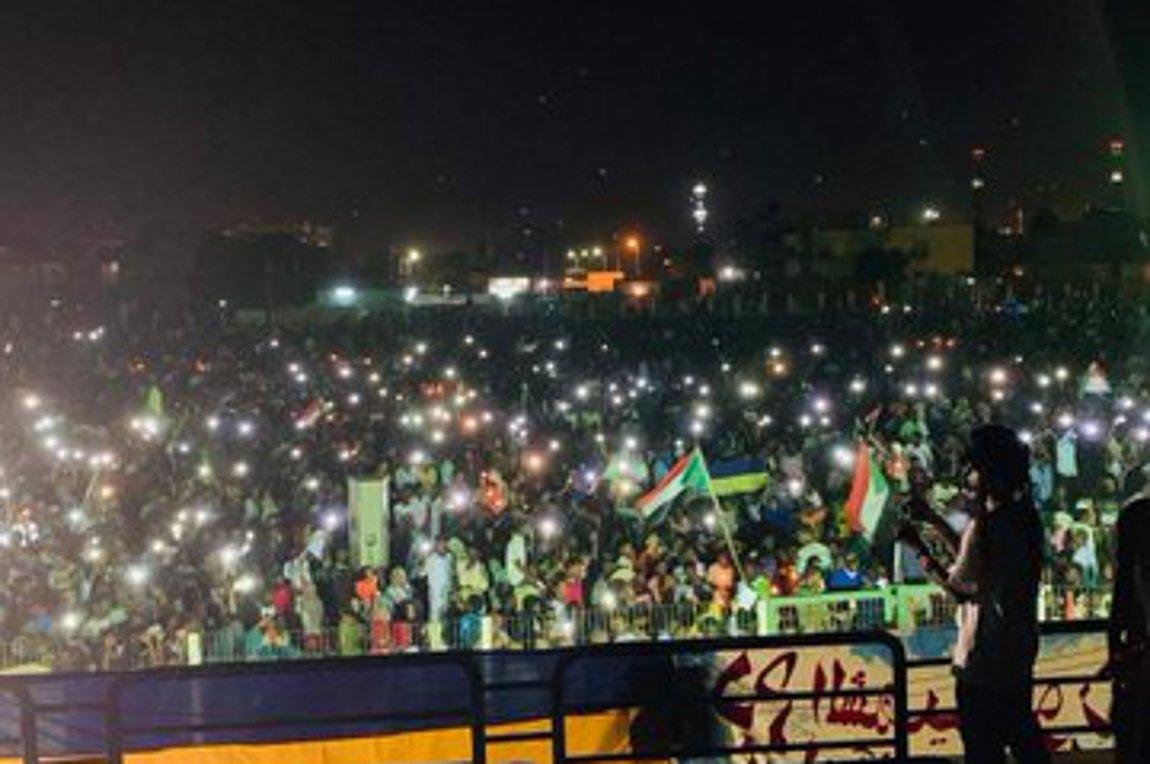 Σουδάν: Διαδήλωσαν με κεριά στα χέρια για τους δεκάδες νεκρούς της 3ης Ιουλίου