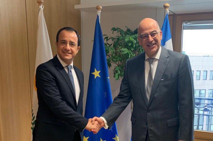 Σε βάθος ενημέρωση Χριστοδουλίδη σε Δένδια για το Κυπριακό και τις τουρκικές προκλήσεις