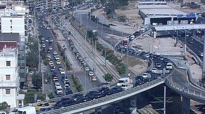 Εγκαταλείπουν την Αθήνα: Ουρές στις Εθνικές Οδούς και τα λιμάνια - Προβλήματα σε κεντρικές οδικές αρτηρίες