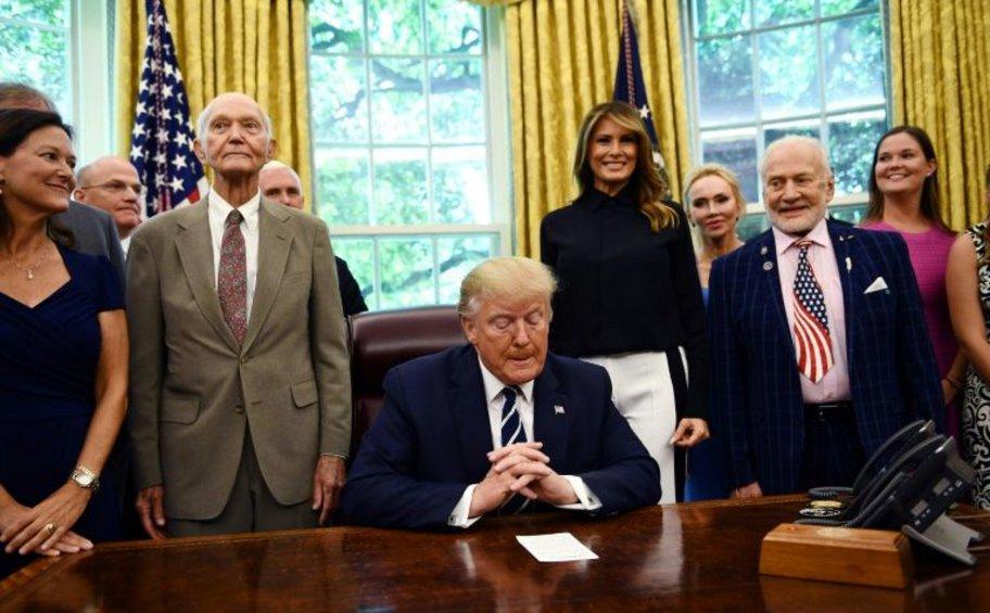 Ο Τραμπ δέχτηκε τους πρώτους αστροναύτες που πήγαν στη Σελήνη, 50 χρόνια μετά την ιστορική προσσελήνωση