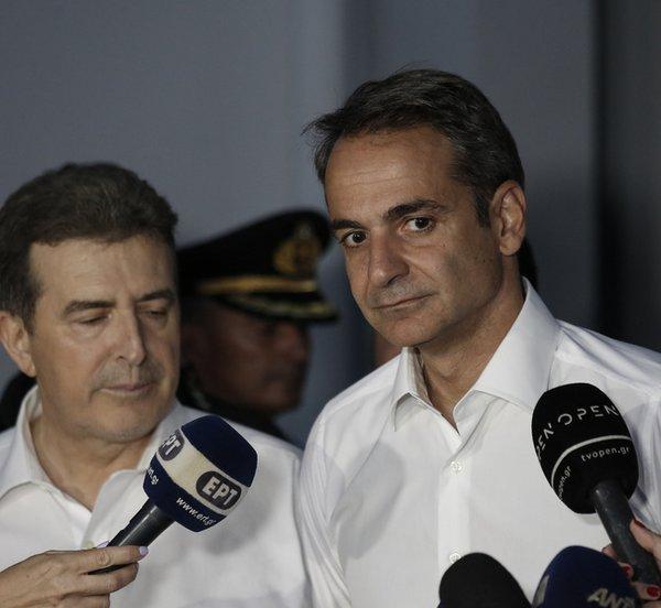 Μητσοτάκης: Ένα μεγάλο «ευχαριστώ» στον κρατικό μηχανισμό - Χρυσοχοΐδης: Δεν θα κοιμηθούμε αν δεν περάσει κάθε κίνδυνος