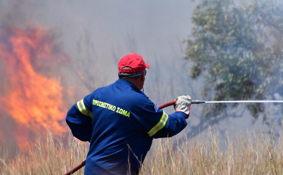 Καλύτερη η εικόνα των πυρκαγιών σε Αχαΐα και Ηλεία - Υπό μερικό έλεγχο στη Μεσσηνία