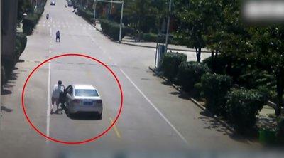 Τρόμος από ανεξέλεγκτο αυτοκίνητο - Πώς ένας οδηγός ταξί κατάφερε να σώσει τη ζωή των επιβατών