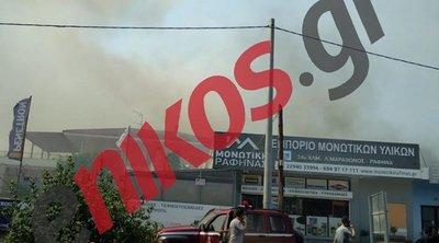 Νέες εικόνες από τη φωτιά στη Ραφήνα
