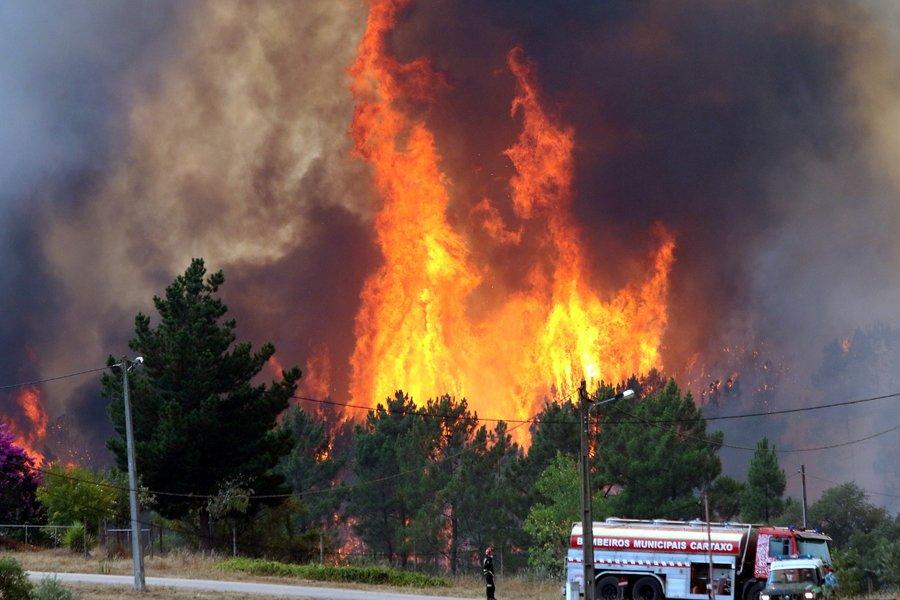 Στο έλεος των πυρκαγιών η Πορτογαλία: Η Λισαβόνα ζήτησε τη βοήθεια της Μαδρίτης