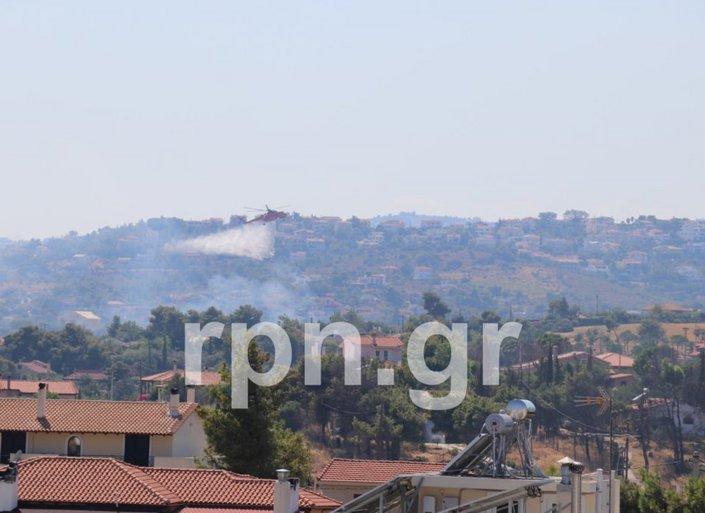 Μάχη με τις φλόγες σε Ραφήνα και Βαρνάβα - Διεκόπη η κυκλοφορία στη Λεωφόρο Μαραθώνος