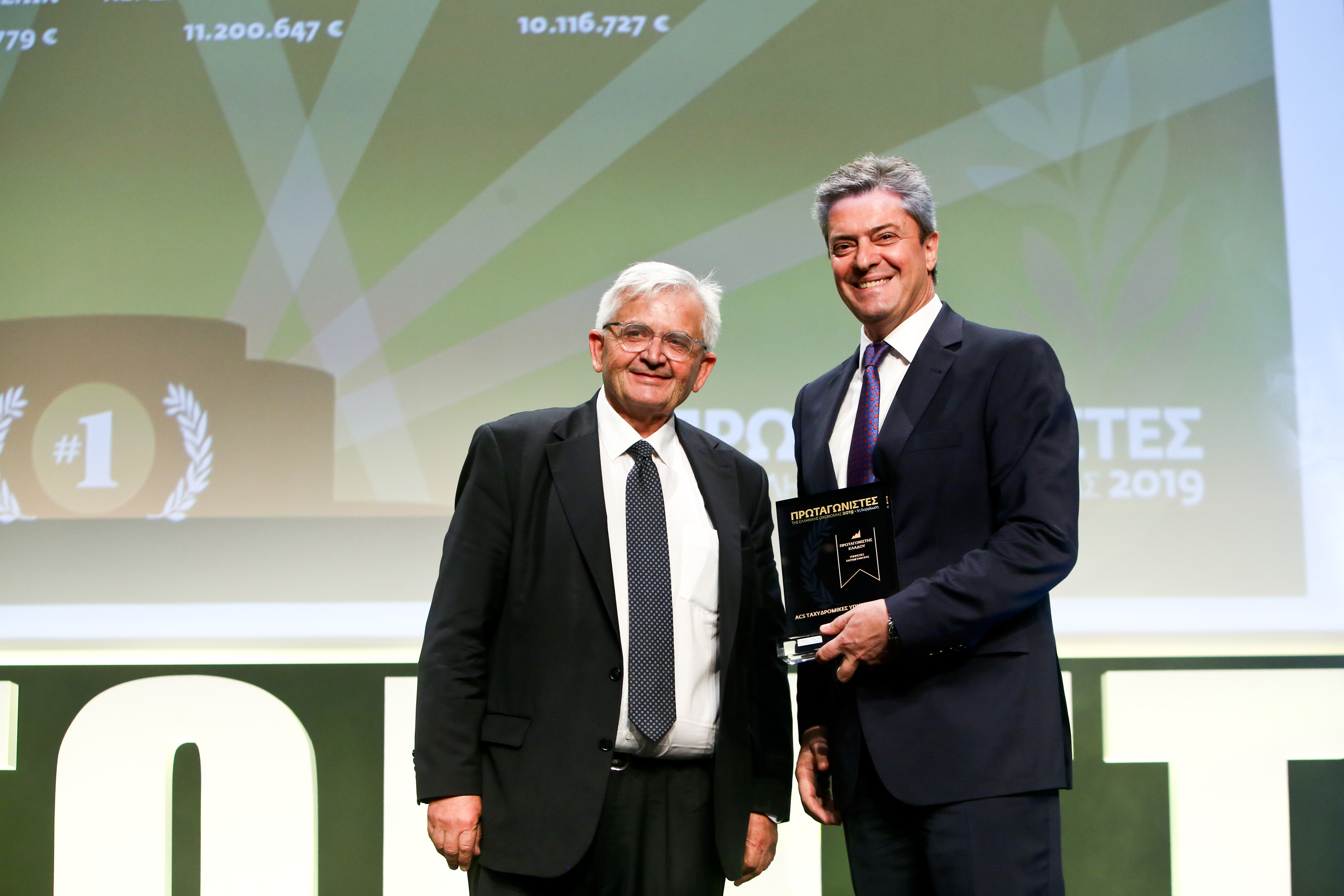 Ο κος Κώστας Μενεγάκης, Γενικός Διευθυντής της ACS, κατά την παραλαβή του βραβείου 'Πρωταγωνιστές της Ελληνικής Οικονομίας 2019' στον κλάδο Υπηρεσίες Ταχυμεταφοράς.