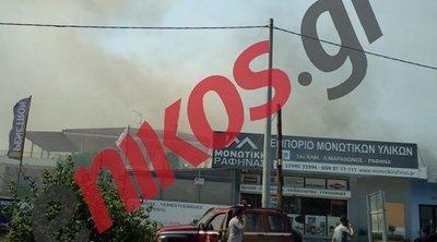 Υπό μερικό έλεγχο τέθηκε η πυρκαγιά στη Ραφήνα