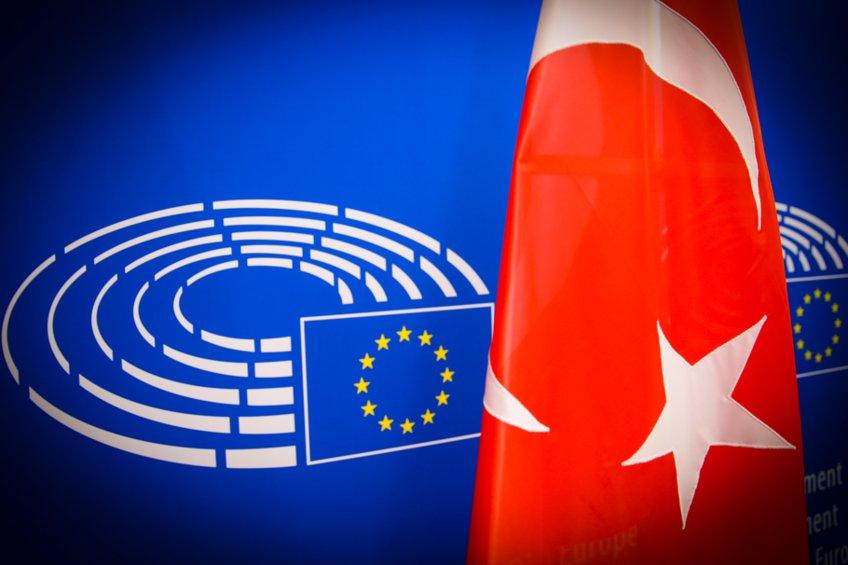 Κομισιόν: Οι τουρκικές δηλώσεις για επαναπροσέγγιση να συνοδευτούν από πράξεις