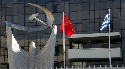 Διαμαρτυρία ΚΚΕ: Τα ΜΑΤ απαγόρευσαν σε φοιτητές της ΚΝΕ να μοιράσουν φυλλάδια στο πεζοδρόμιο της ΑΣΟΕΕ