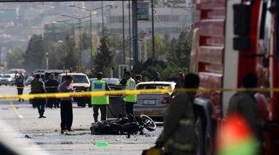 Αφγανιστάν: Μία γυναίκα νεκρή και τουλάχιστον 60 άμαχοι τραυματίες από την επίθεση σε υπό κατασκευή νοσοκομείο