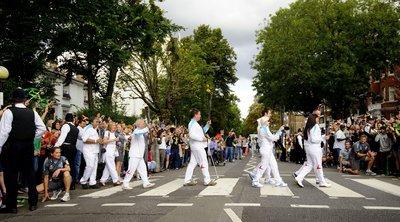 Οι φαν των Μπιτλς γιορτάζουν την 50ή επέτειο της φωτογραφίας του «Abbey Road»