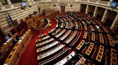 Έντονες αντιδράσεις σύσσωμης της αντιπολίτευσης που αποχώρησε για τις τροπολογίες του υπουργού Εργασίας