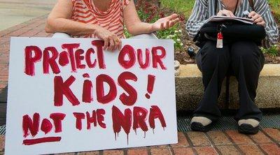 ΗΠΑ: Περισσότεροι από 200 δήμαρχοι καλούν τη Γερουσία να ελέγξει την αγορά των όπλων