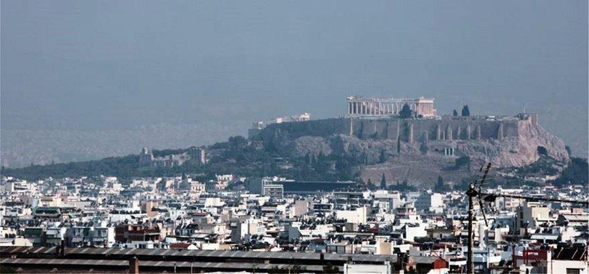 Συμβουλές για προστασία από τον καπνό που σκέπασε την Αθήνα - Σε μέγιστη ετοιμότητα το υπ. Υγείας