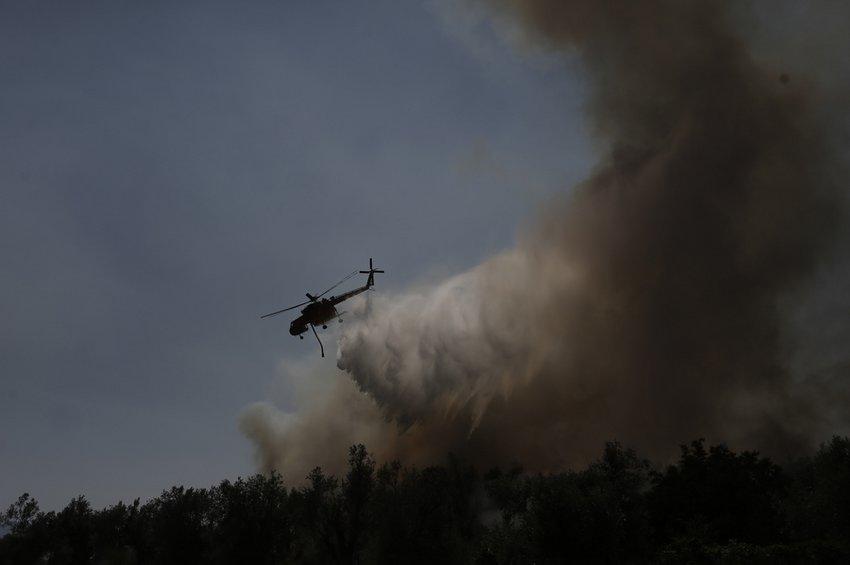Τρίτη μέρα η πύρινη λαίλαπα καίει δάσος στην Εύβοια - Νύχτα αγωνίας για το χωριό Πλατάνια
