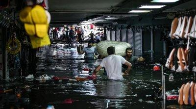Χάος στην Κωνσταντινούπολη: Πλημμύρισε από τη βροχή το Μεγάλο Παζάρι - Ένας άστεγος νεκρός