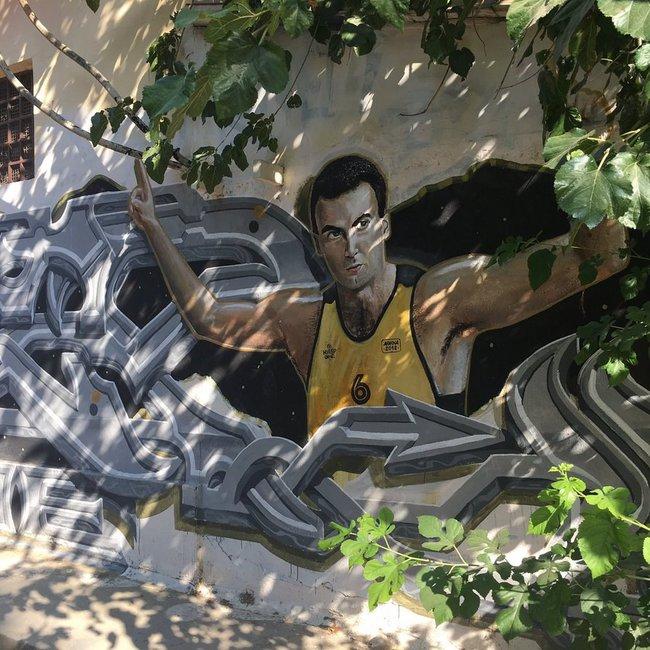 Το εντυπωσιακό γκράφιτι για τον Νίκο Γκάλη σε δρόμο της Αθήνας