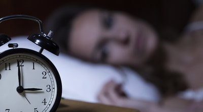 Έρευνα: Αυτοί που υποφέρουν από αϋπνία αντιμετωπίζουν μεγαλύτερο κίνδυνο εκδήλωσης καρδιαγγειακών προβλημάτων