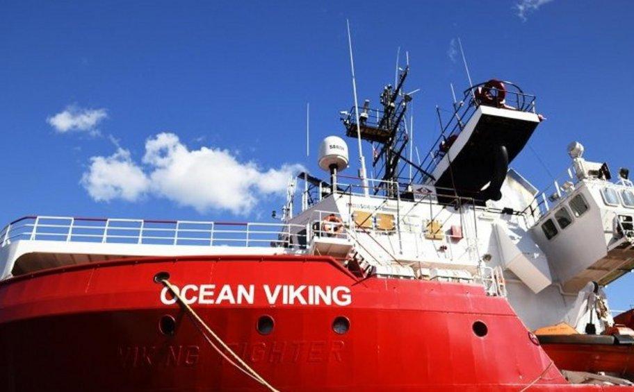 Ιταλία: Το πλοίο Ocean Viking, με τετρακόσιους τρεις μετανάστες και πρόσφυγες, θα αγκυροβολήσει την Τετάρτη στον Τάραντα