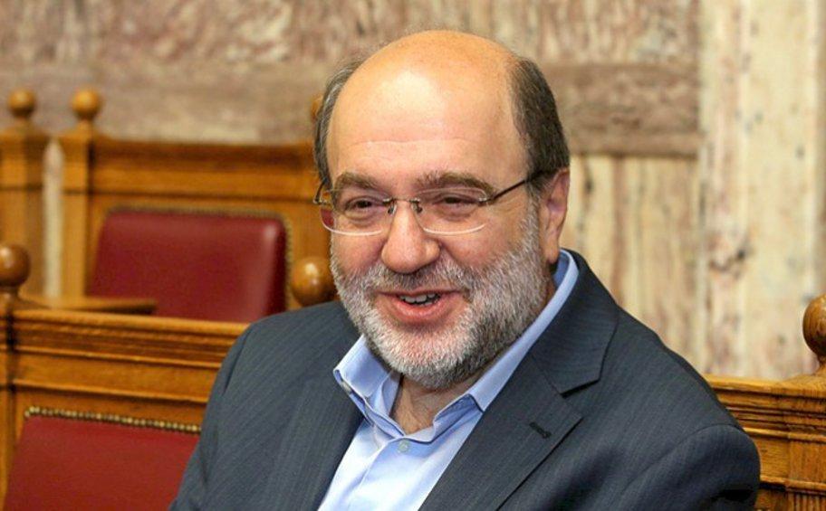 Αλεξιάδης: «Ναι» στη μείωση των φόρων, «όχι» στο να ενισχύονται οι έχοντες και κατέχοντες