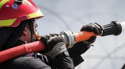 Πυρκαγιά τα ξημερώματα σε εγκαταλειμμένο κτίριο στην Ερμού