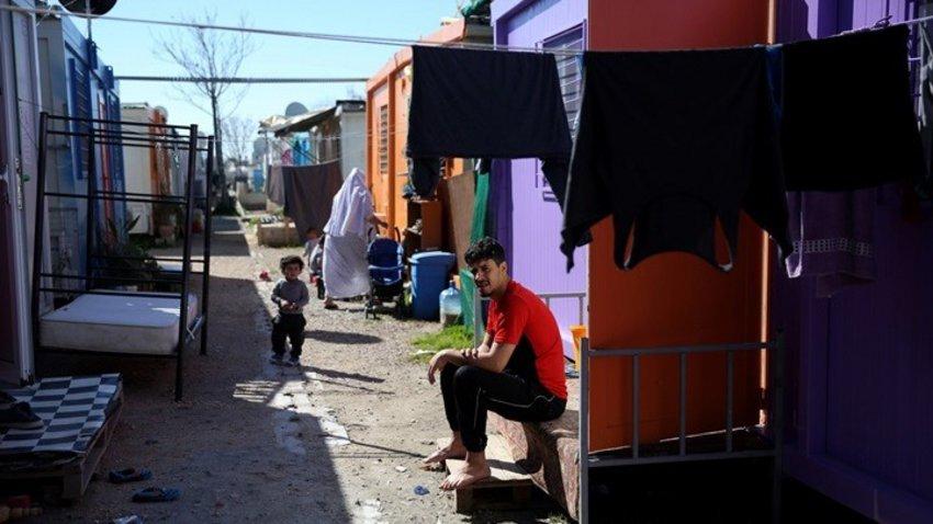 Σκληρή πολιτική κόντρα σε υψηλούς τόνους και με βαριές εκφράσεις για το προσφυγικό