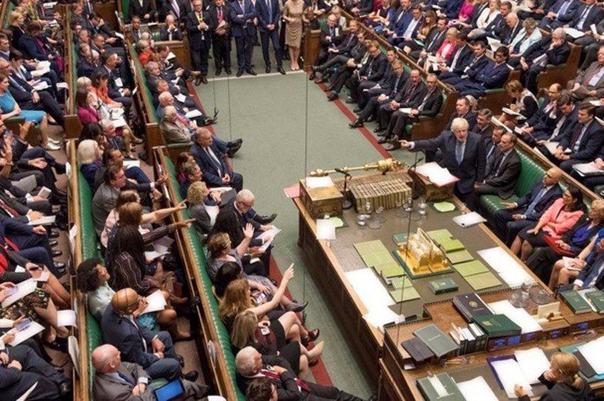 «Ναι» της Βουλής των Κοινοτήτων στον νόμο της αναβολής του Brexit - Εκλογές στις 15 Οκτωβρίου ζητεί ο Τζόνσον