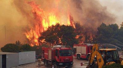 Πύρινη κόλαση στη Ζάκυνθο: Εκκενώθηκαν 2 χωριά, κάηκε σπίτι, απομάκρυναν εκατοντάδες