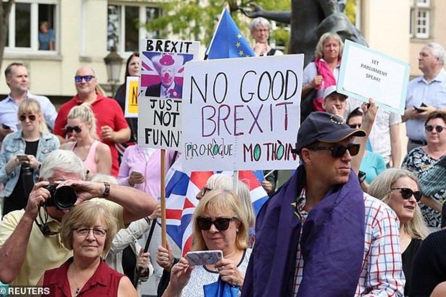 Αποδοκίμασαν τον Τζόνσον στο Λουξεμβούργο - Κομισιόν: Δεν έφερε προτάσεις για το Brexit