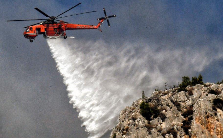 Σε εξέλιξη η πυρκαγιά στη Ζάκυνθο -  Δεν απειλούνται πλέον χωριά