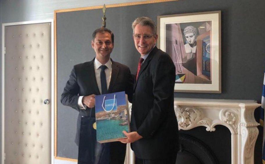Συνάντηση του υπουργού Τουρισμού Χάρη Θεοχάρη με τον πρέσβη των ΗΠΑ Τζέφρι Πάιατ
