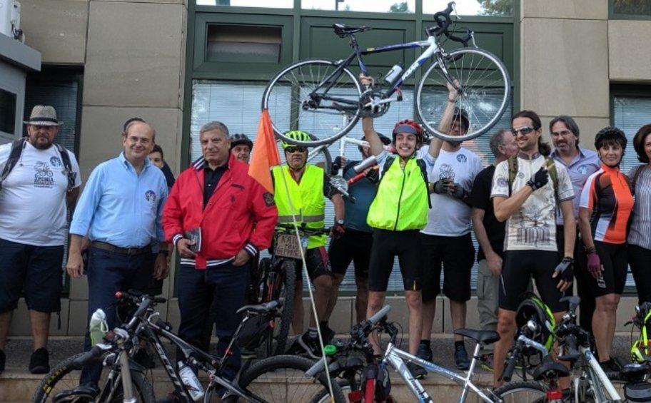 Ποδηλάτες στο υπουργείο Περιβάλλοντος - Συναντήθηκαν με τον Χατζηδάκη