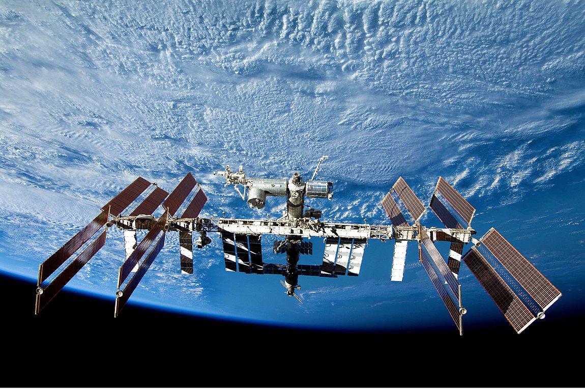 Μια γυναίκα και ένας άνδρας αστροναύτης της NASA «περπάτησαν» έξω από τον Διεθνή Διαστημικό Σταθμό