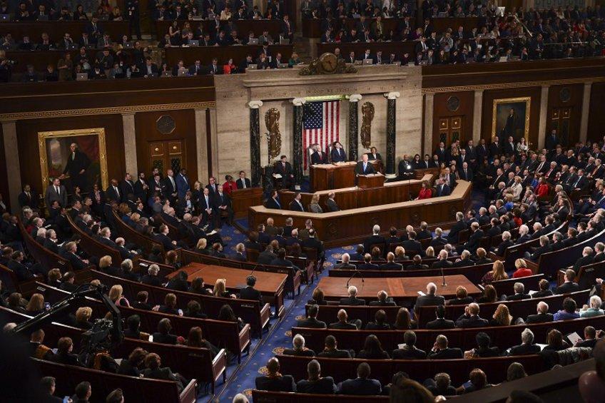 ΗΠΑ: Οι ηγέτες του Κογκρέσου καταδικάζουν την απόφαση του Τραμπ να αποσύρει τα αμερικανικά στρατεύματα από τη ΒΑ Συρία