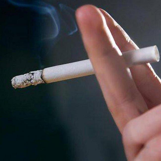 Ρόδος: Πρόστιμο σε καπνιστή μέσα σε καφετέρια - Τον «κάρφωσε» πελάτης από διπλανό τραπέζι